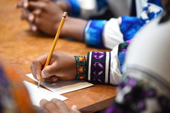 Se promueve la creación de literatura en lenguas indígenas