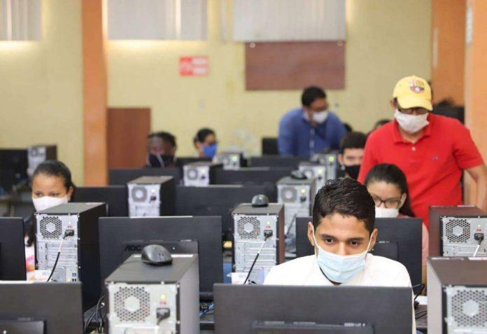 Senescyt alerta sobre oferta de respuestas para examen de ingreso a la 'U'