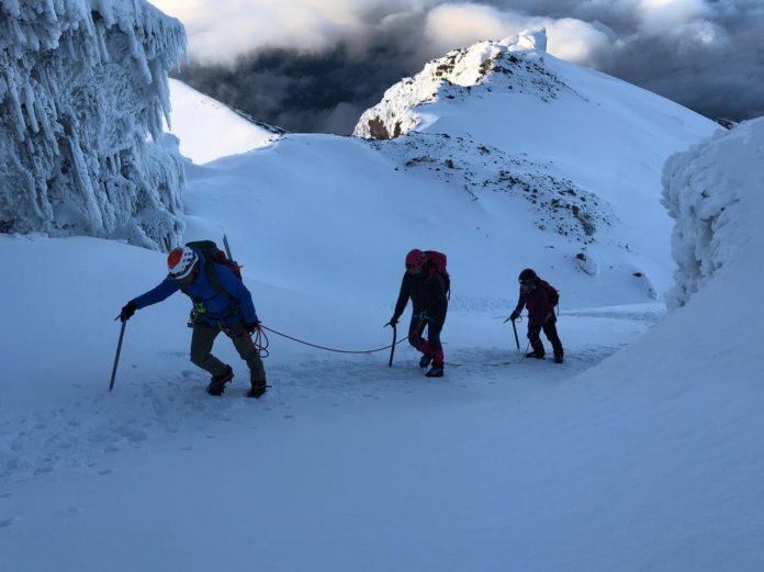 Opción. Por ser al aire libre, el montañismo se ha convertido en una actividad que gana adeptos, en tiempos de pandemia. (Foto Cortesía: Ascenso al Cotopaxi)