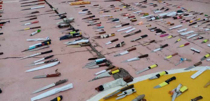 Decomiso. Las armas encontradas en la cárcel de Tulcán están bajo custodia policial, para su posterior destrucción.