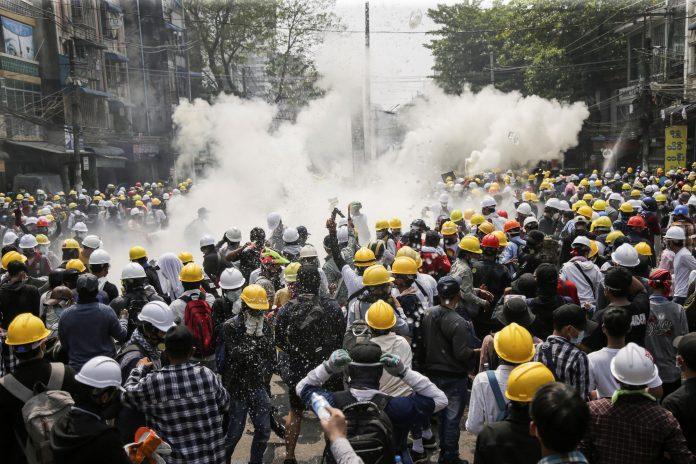 Calamidad. Al menos 38 personas murieron en Birmania en la última jornada de protestas. (EFE)