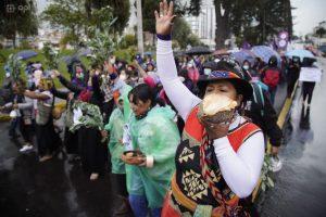 Ecuador. Movimientos feministas marcharon por las calles de Quito. Pese a la lluvia, aproximadamente 300 personas se hicieron eco frente a la violencia y desigualdad de género.