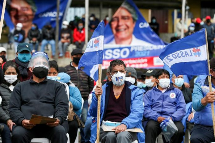 CARAVANA. Simpatizantes del candidato a la presidencia Guillermo Lasso, en Quito. Foto. EFE