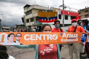 APOYO.Simpatizantes del candidato a la presidencia Andrés Araúz el 16 de marzo de 2021, en Quito. Foto. EFE