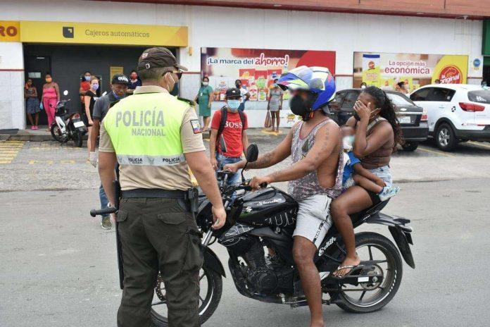 RESOLUCIÓN. Con la prohibición de que dos personas se movilicen en una motocicleta, buscan bajar la delincuencia.
