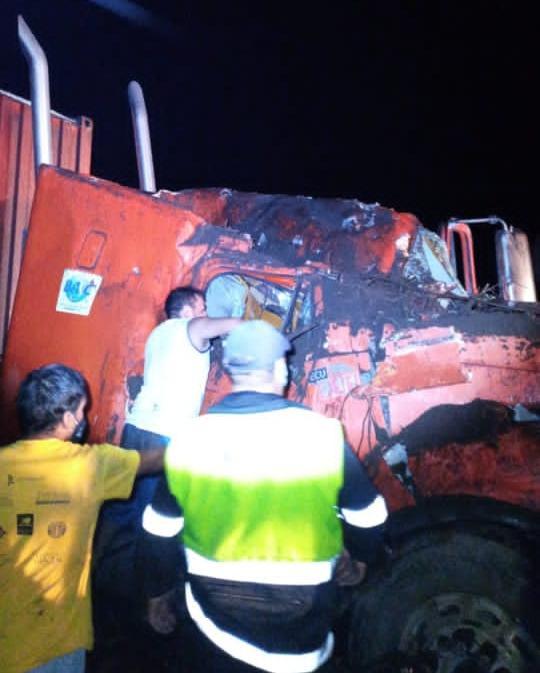 CIERRE. No hay paso en la vía Alóag-Santo Domingo. Habría heridos a causa del derrumbe.