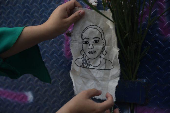 Víctima. La imagen de Victoria Esperanza Salazar ha sido tomada por cientos de feministas que salieron a manifestarse en Cancún y Ciudad de México, exigiendo justicia. (Foto: EFE)