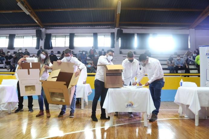 ELECCIONES. Simulacro de votación en el Instituto Tecnológico Superior Central Técnico en Quito. Foto. Cortesía CNE.