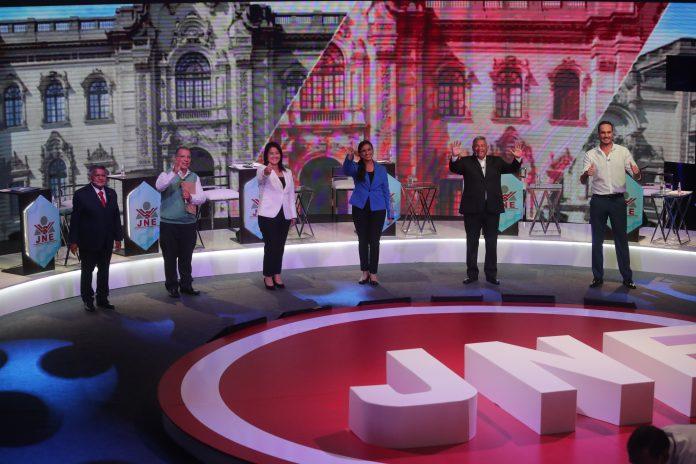 PERSONAJES. Los candidatos a la presidencia de Perú de izquierda a derecha: Alberto Beingolea, Marco Arana, Keiko Fujimori, Veronika Mendoza, César Acuña y George Forsyth.