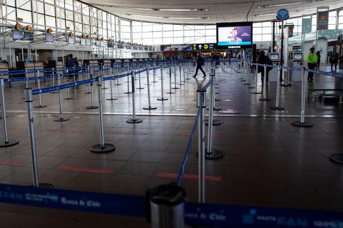 Confinados. Así lucía este 5 de abril de 2021, el Aeropuerto Internacional Arturo Merino Benítez, después de que se decretara el cierre de fronteras durante al menos 30 días.