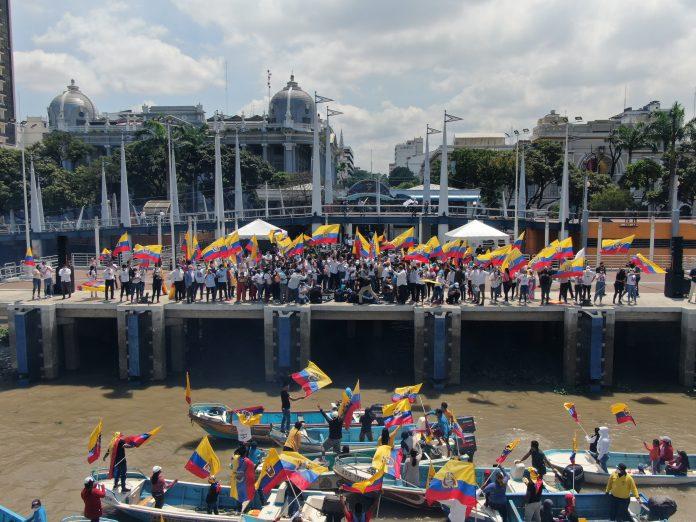 Guillermo Lasso cerró su campaña electoral el 8 d abril en el Río Guayas. Foto. Cortesía.
