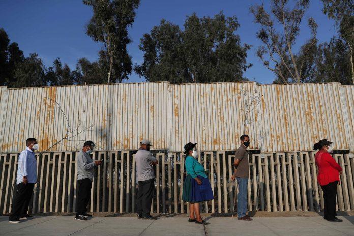 Elecciones. Con múltiples retrasos se dieron las votaciones este 11 de abril en Perú. (Foto: EFE)