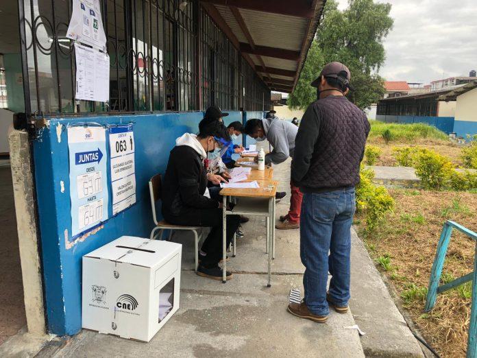 Participación. 138 recintos electorales se instalaron en Imbabura.