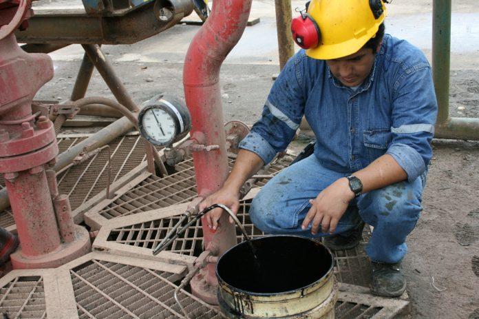 REALIDAD. La producción diaria de petróleo apenas llega a los 500.000 barriles.