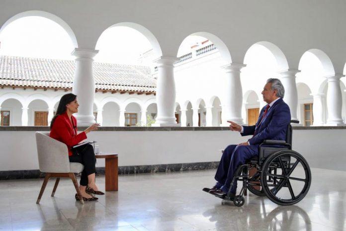 ENTREVISTA. Lenín Moreno conversa con la periodista Andrea Bernal. Foto. Presidencia