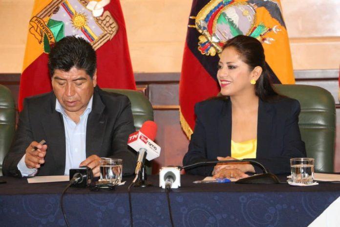 ALIANZA. El alcalde Jorge Yunda y la prefecta de Pichincha Paola Pabón, durante la firma de convenios interinstitucionales, en septiembre de 2019. Foto. Prefectura de Pichincha