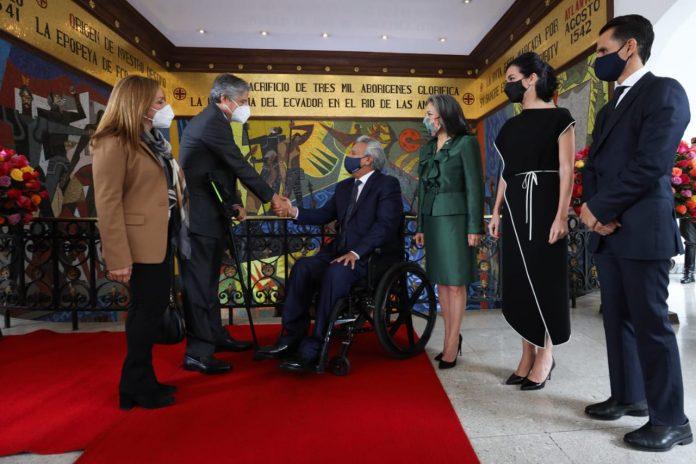 MOMENTO. Reunión protocolaria para transición de Gobierno entre Guillermo Lasso y Lenín Moreno, en Carondelet. Foto. API.