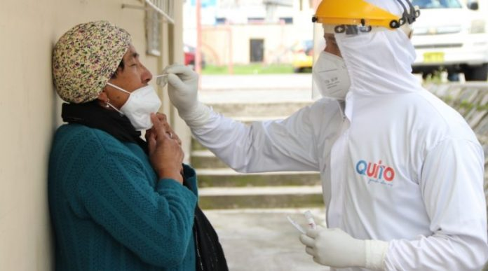 EQUIPO. Brigada de testeo del Municipio de Quito.