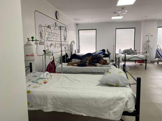 Situación. En el hospital IESS Sur la cafetería se convirtió en espacio para pacientes con Covid-19.