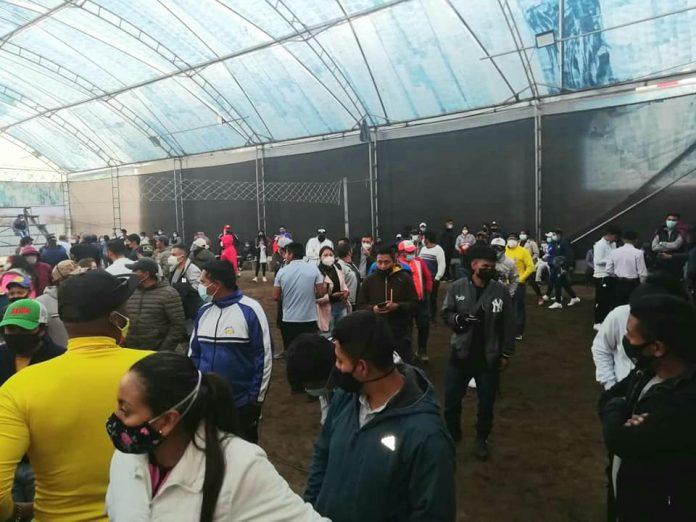 Aglomeraciones. El último fin de semana, en Otavalo se encontró a 300 personas aglomeradas en un evento deportivo.