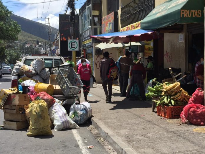 COMERCIO. Venta de abarrotes en la avenida Manuel Córdova Galarza, en el sector Pomasqui (norte de Quito). /LGP