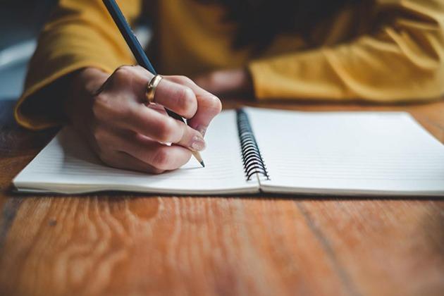 APRENDIZAJE. El Municipio de Quinindé organiza un curso de ortografía que se dictará una hora diaria de lunes a viernes durante cuatro semanas.
