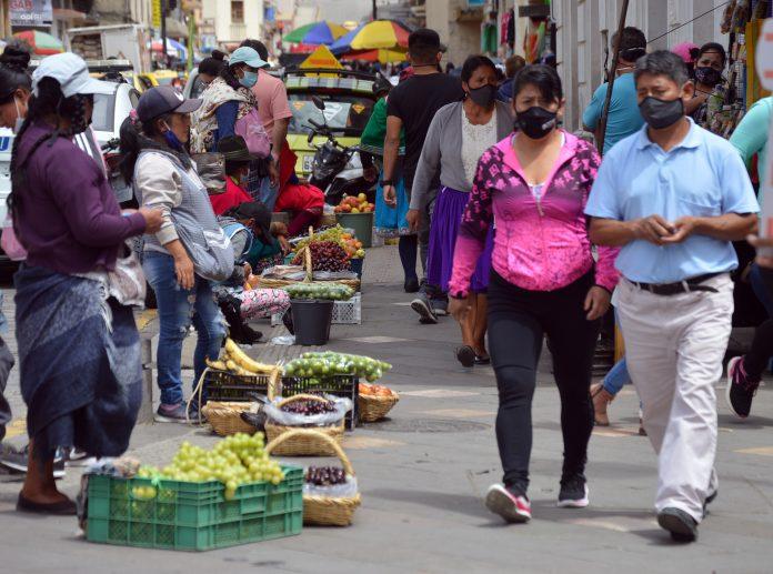 REALIDAD. El ecuatoriano está cada vez más precarizado laboralmente y con menos dinero.