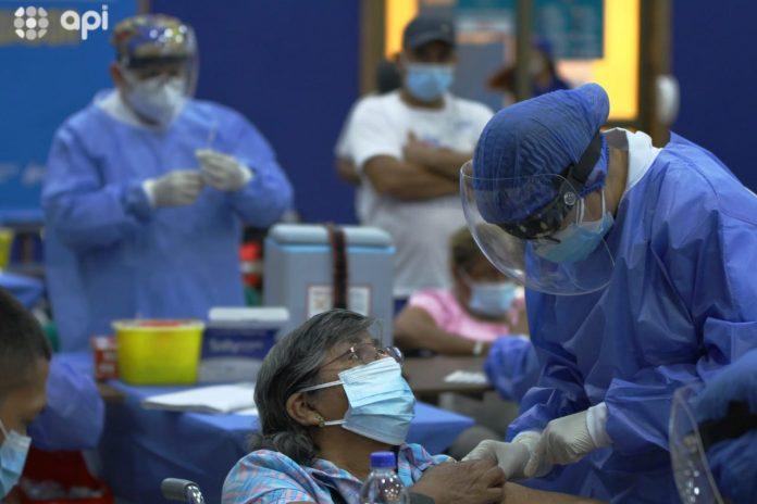 INMUNIZADOS. Para hoy está previsto la vacunación en la unidad educativa Sagrado Corazón.