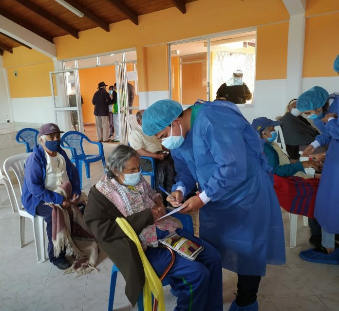 Organización. En infraestructuras de centros educativos y deportivos se instalaron los puntos de vacunación.