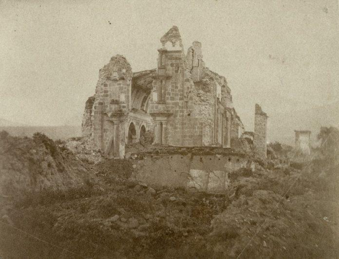 Edificio. La Compañía resistió sin ser completamente destruida por el terremoto de 1868. El sitio no fue reconstruido cuatro años después, pero sus piedras fueron sacadas para levantar la actual Catedral.