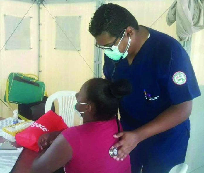 CONTROL. Alrededor de 100 deportistas esmeraldeños recibieron atención médica gratuita durante dos días en el Subcentro de Salud tipo C de Las Palmas.