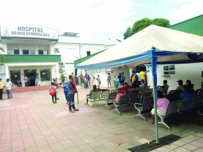 CUIDADOS. En el hospital del IESS se ha tratado el primer caso de un niño en presentar dengue y coronavirus. Hoy será dado de alta.