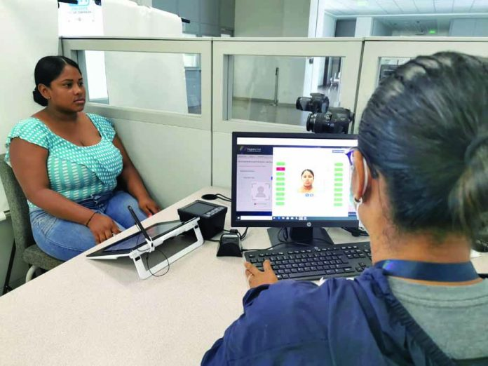 CAMBIO. Registro de género se habilitó desde el pasado lunes 26 de abril en la agencia de Registro Civil en Esmeraldas. El trámite no tiene ningún costo. (Foto referencial)
