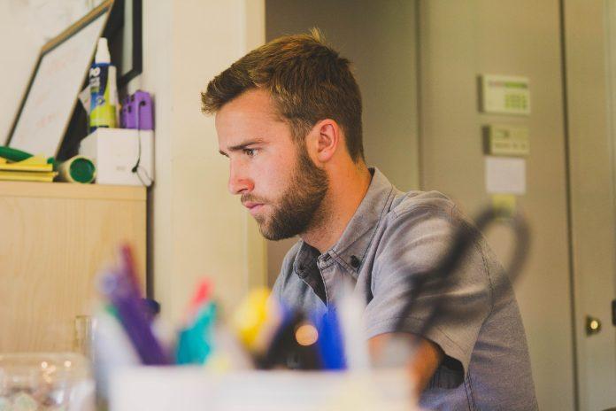 MODALIDAD. Recobrar la concentración durante el teletrabajo puede tomar hasta 40 minutos. Delimita horarios para que no sientas que trabajas más y produces menos.