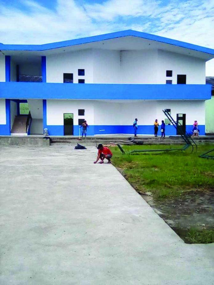 EDUCACIÓN. Las instituciones educativas, Vicente Rocafuerte y Hellen Kelier, fueron reconstruidas y serán reabiertas en la isla de Muisne.