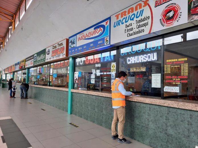 Viajes. En las boleterías de la terminal de Ibarra ya se cobran las nuevas tarifas.