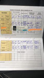 Carnet de vacunación José Insuasti. La primera dosis la colocó de forma privada, lleva dos meses buscando la segunda dosis en el Ministerio de Salud. (Guayaquil)