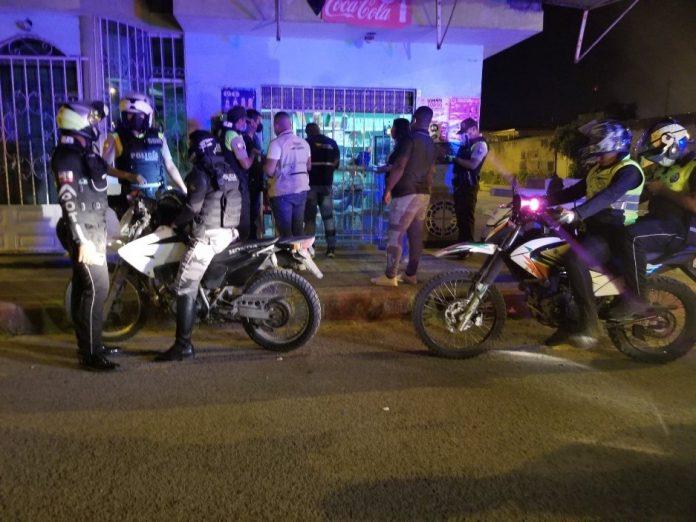 CLAUSURA.- Seis locales comerciales fueron sancionados y cerrados de manera temporal según indicó el coronel de la Policía Nacional William Villarroel.