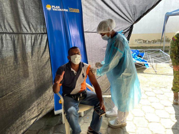 BENEFICIADOS. El personal de aseo y de tránsito de Quinindé será vacunado de manera progresiva.