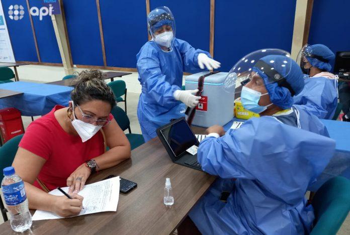 Realidad. Ecuador vacuna un promedio de seis personas por cada 100 habitantes. En Chile se aplican 78 vacunas por cada 100 personas.