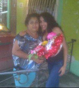 HOMENAJE. Mery Mera festejó por adelantado a su mamá Mery Vera.