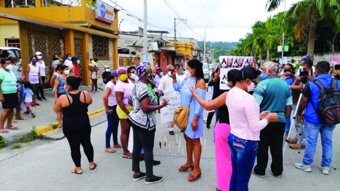 RECHAZO. Los moradores de la Propicia No. 2 protestaron ayer, por la inseguridad, el 19 de marzo, lo hicieron los vecinos de las calles Sucre y Espejo.