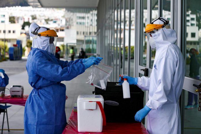 SALUD. El Gobierno ecuatoriano ha pagado unos $75 millones en anticipos para la adquisición de las vacunas. EFE/José Jácome/Archivo