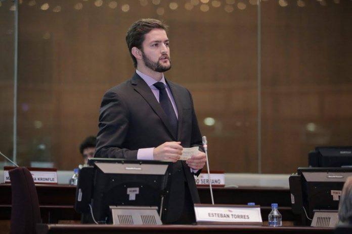 Esteban Torres pide que nuevos asambleístas sean vacunados