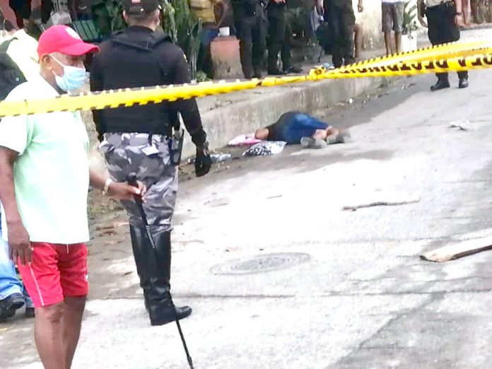 INSEGURIDAD. La muerte le llegó a Javier Perea mientras vendía sábanas en Barrio Lindo.