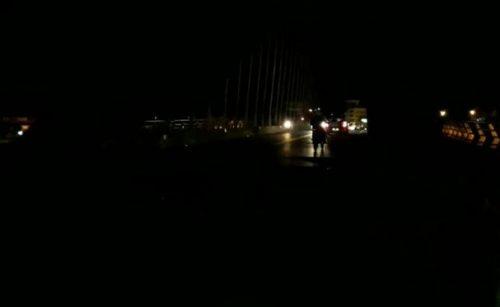 oscuridad total en puente