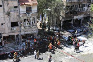 Destrozos. El lugar fue evacuado y evitaron víctimas mortales, pero 23 medios fueron afectados por los ataques a sus oficinas.