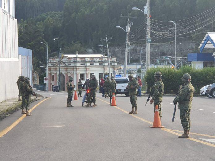Cierre. El 17 de mayo de 2021 se evidenció mayor presencia militar en Rumichaca.