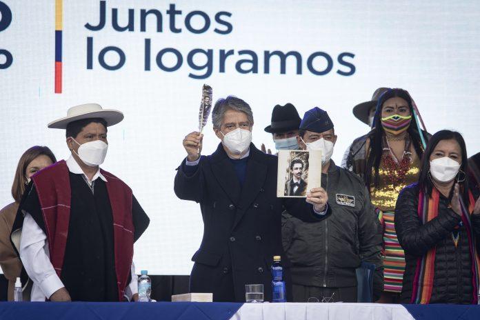 VISITA. Guillermo Lasso hizo varios ofrecimientos en Tungurahu