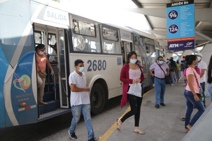 REALIDAD. Buses en Guayaquil operan media jornada para presionar al Gobierno y que de paso a sus pedidos en cuanto al precio del combustible.